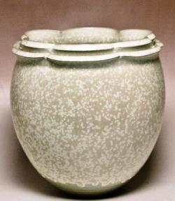 1996年 第93回九州・山口陶磁展入選 【結晶釉輪花二重口壷 】