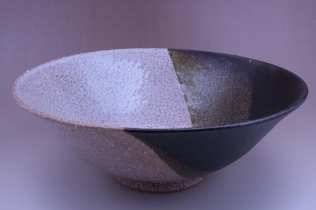 2008年(平成20年)第33回伝統的工芸品公募展-鉢掛分け黒釉鬼萩末広