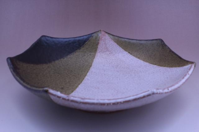 2009年(平成21年)第34回伝統的工芸品公募展-鉢掛分け黒釉鬼萩七角